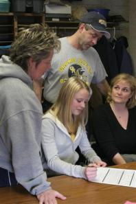 Ali Annese Signing With Her Family