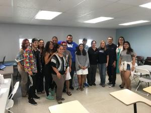 GRCC Student Paulina Cartes-Brito meets with students at the Universidad del Turabo.