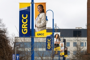 Picture of streetlight banner with a smiling student.