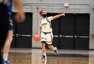 Shonyah Hawkins playing basketball.